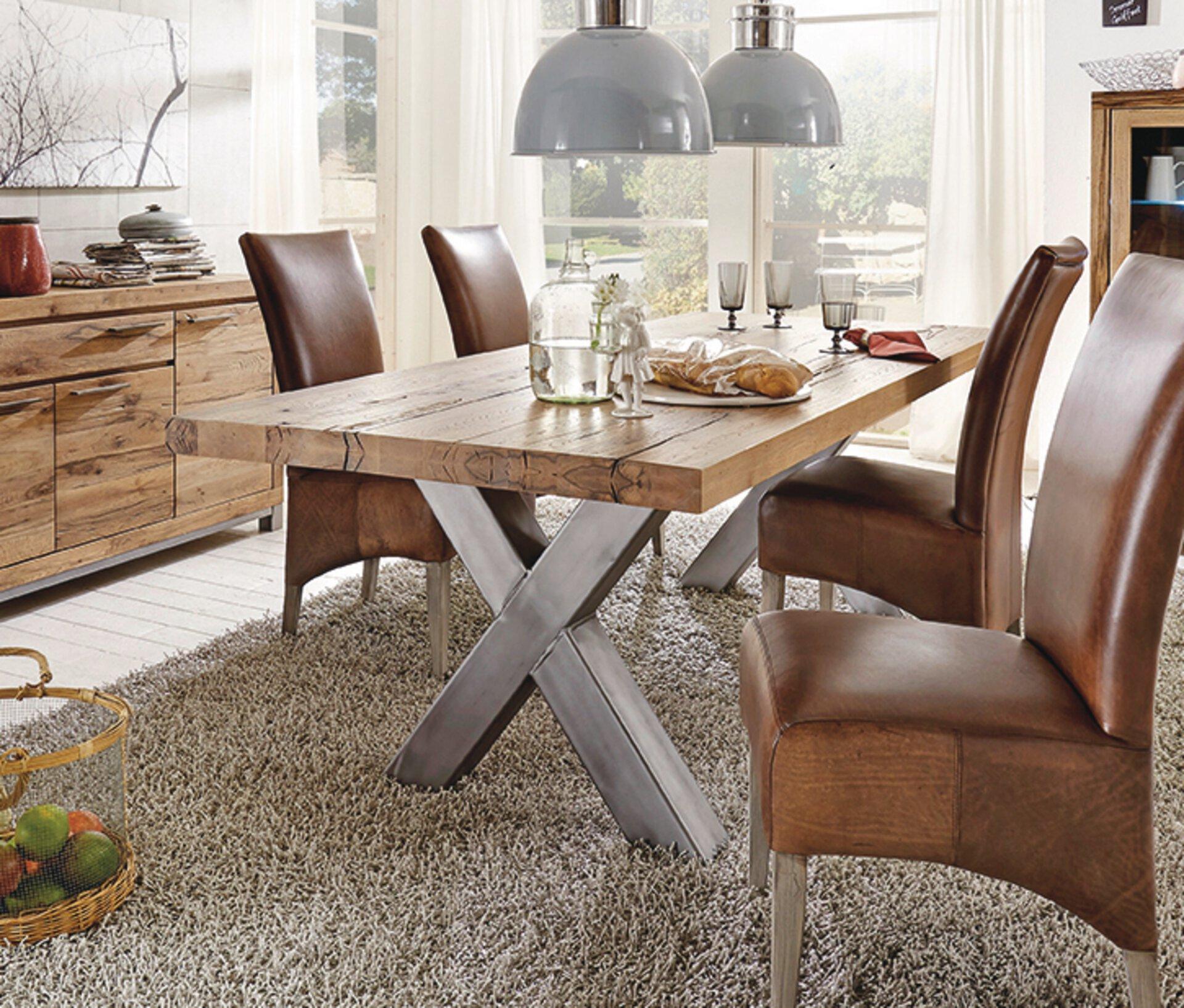 Tisch mit fester Platte