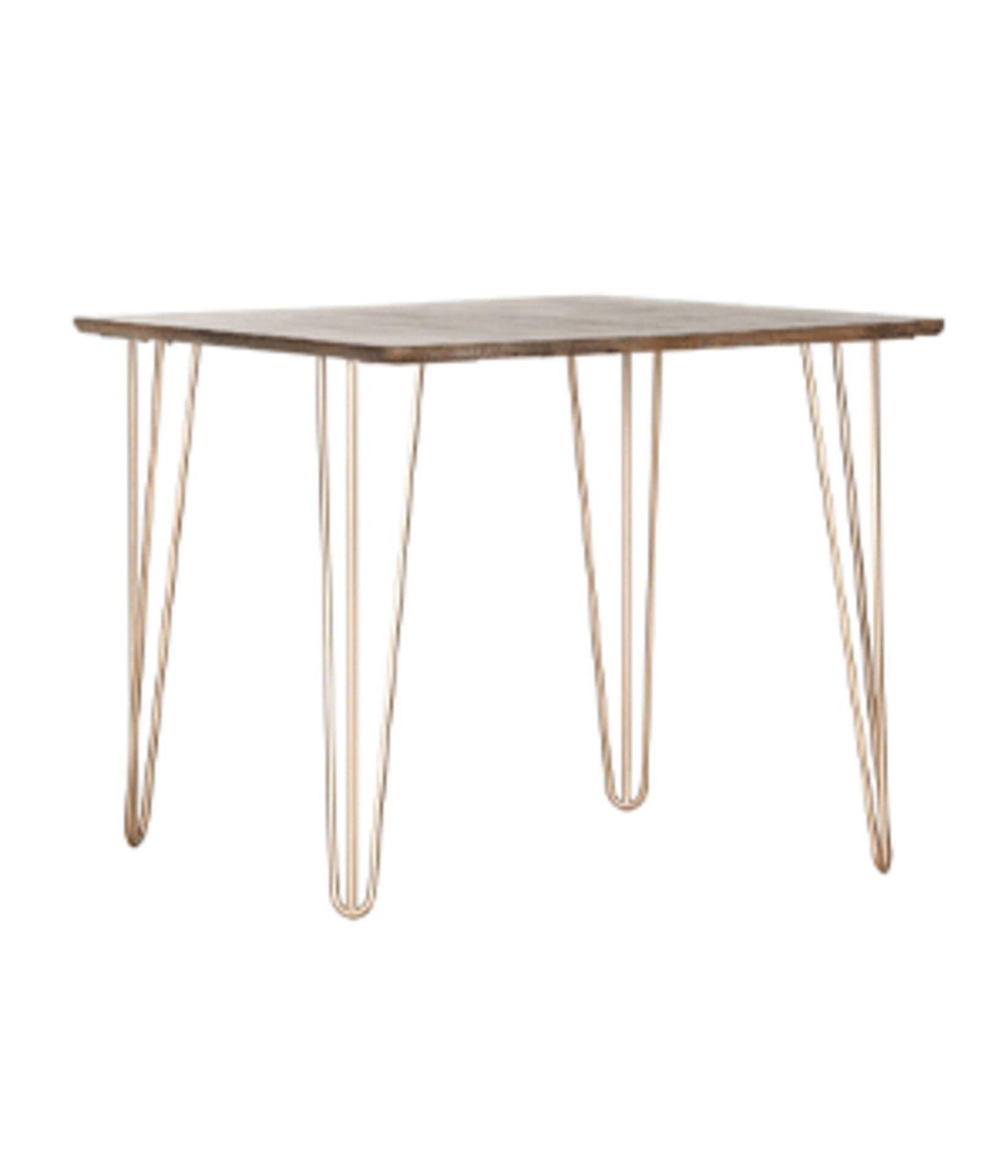 Tisch mit goldfarbenen Tischbeinen