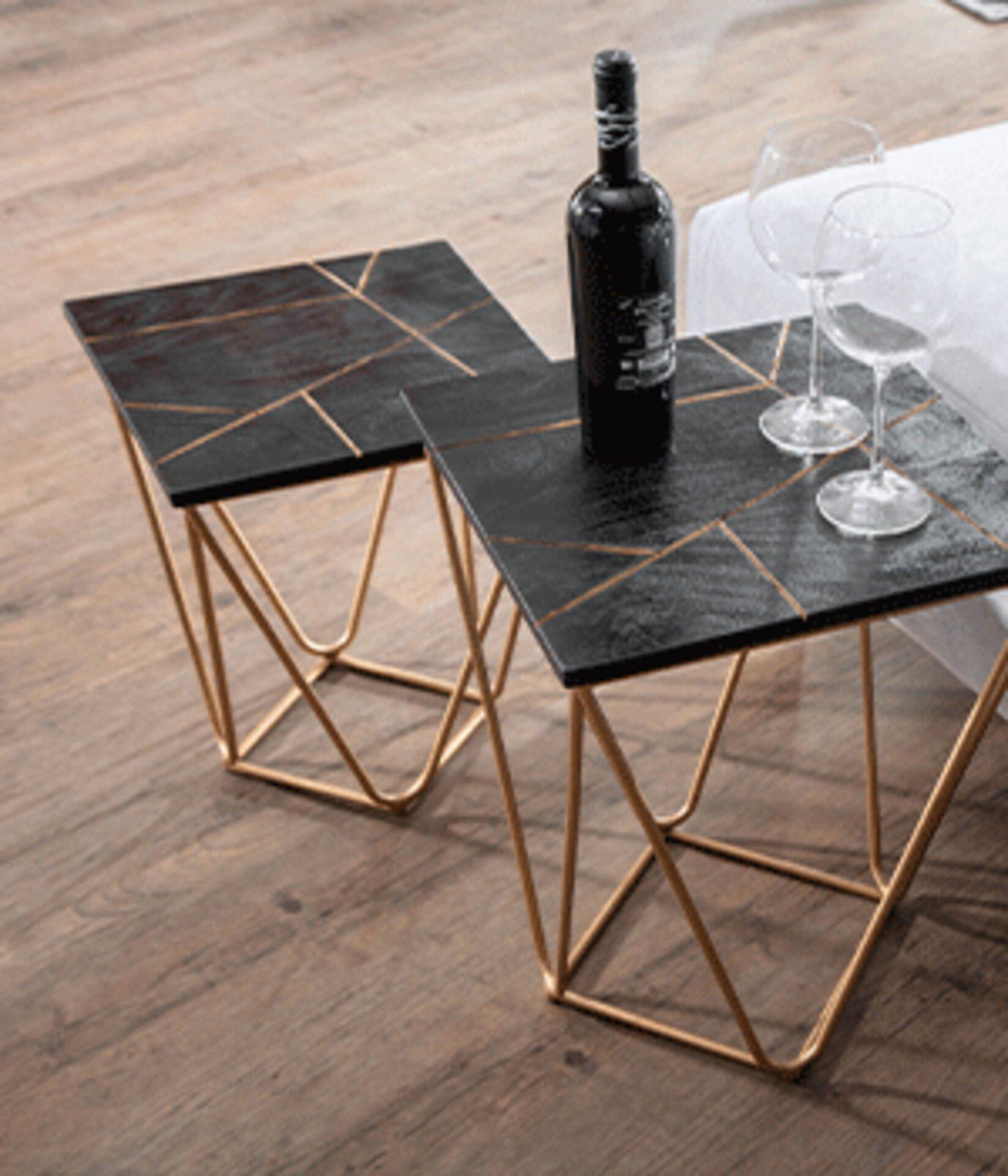 Beistelltisch mit schwarz-goldener Tischplatte
