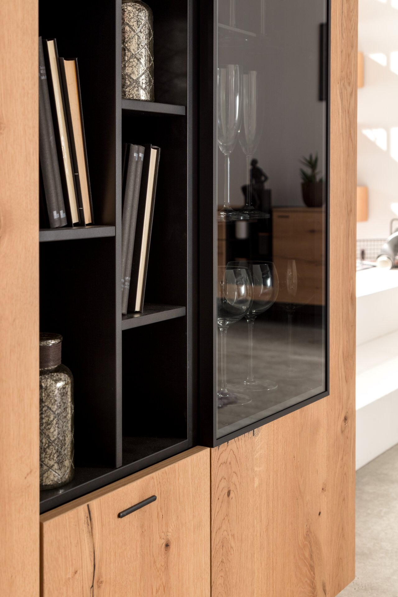 Highboard Style Gwinner Metall mehrfarbig 42 x 139 x 114 cm