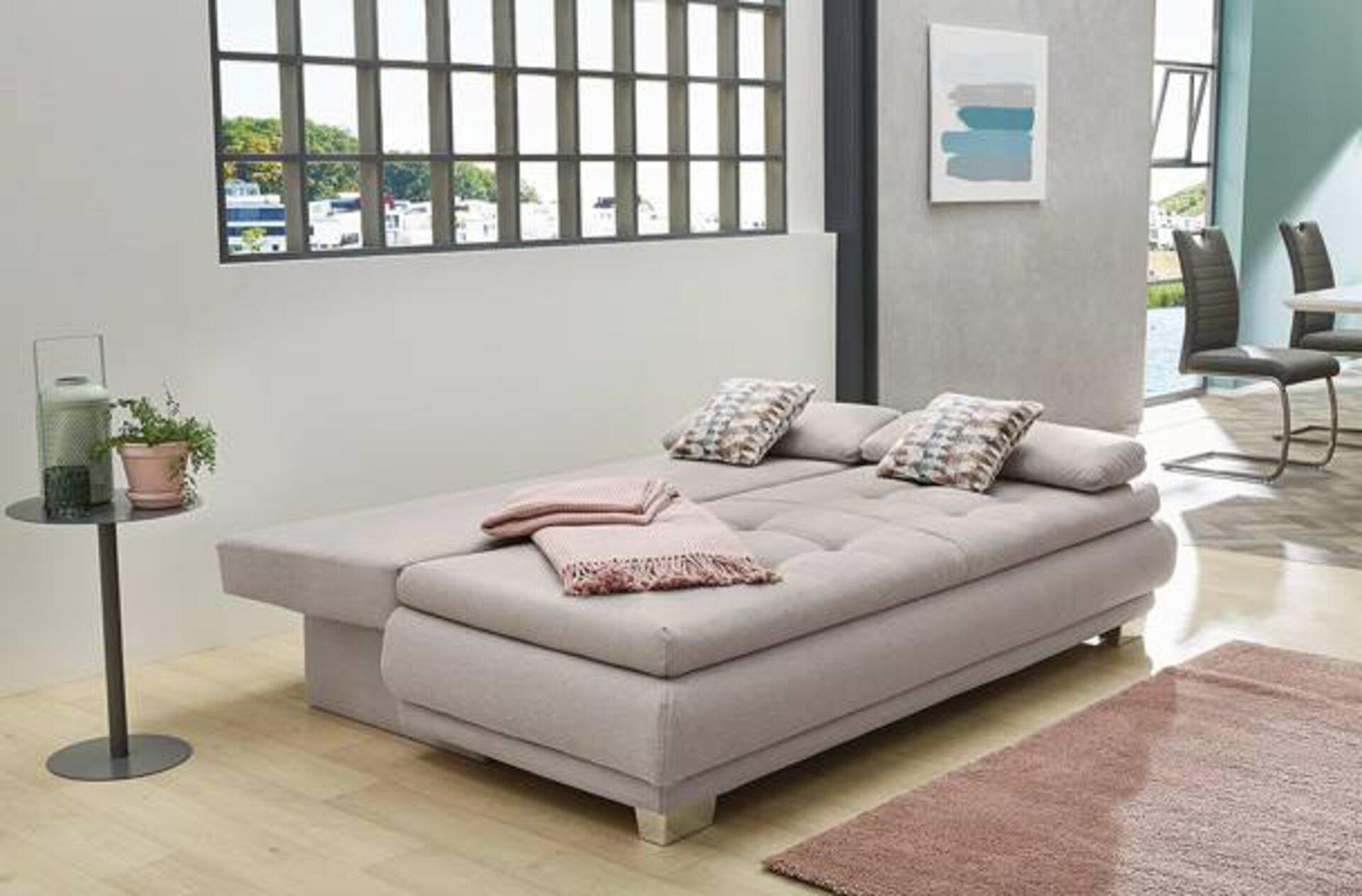Das cleane und geradlinige Schlafsofa im Micro Living Stil  passt sich perfekt in jedes Einrichtungskonzept ein.