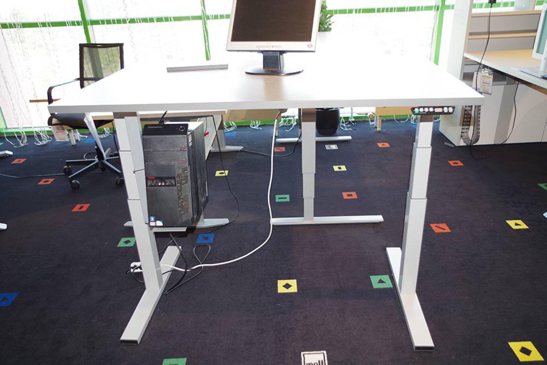 Schreibtisch höhenverstellbar eMODEL