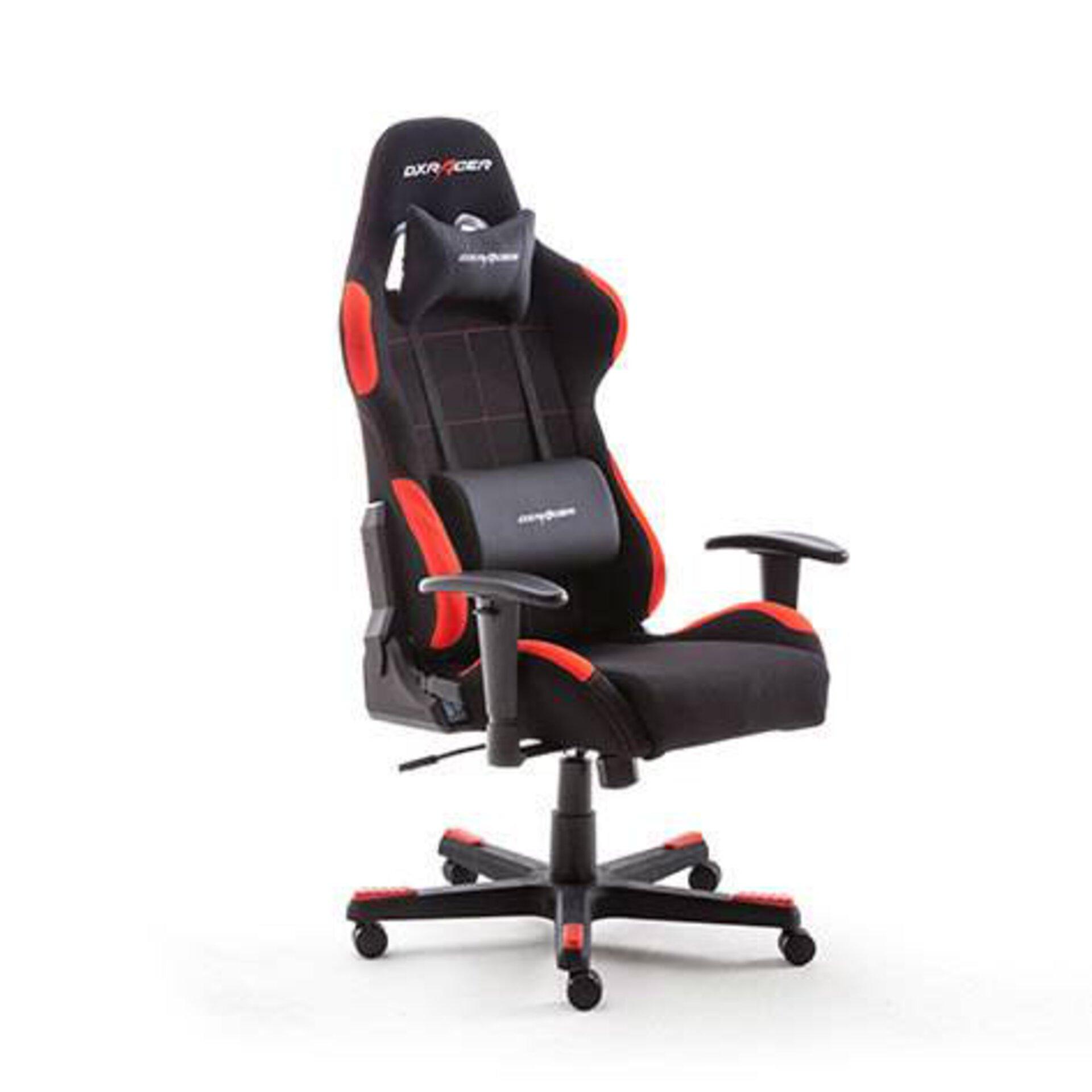 Der perfekte Stuhl für stundenlange Zockersaissons. Nackenstütze und Rückenpolster integriert
