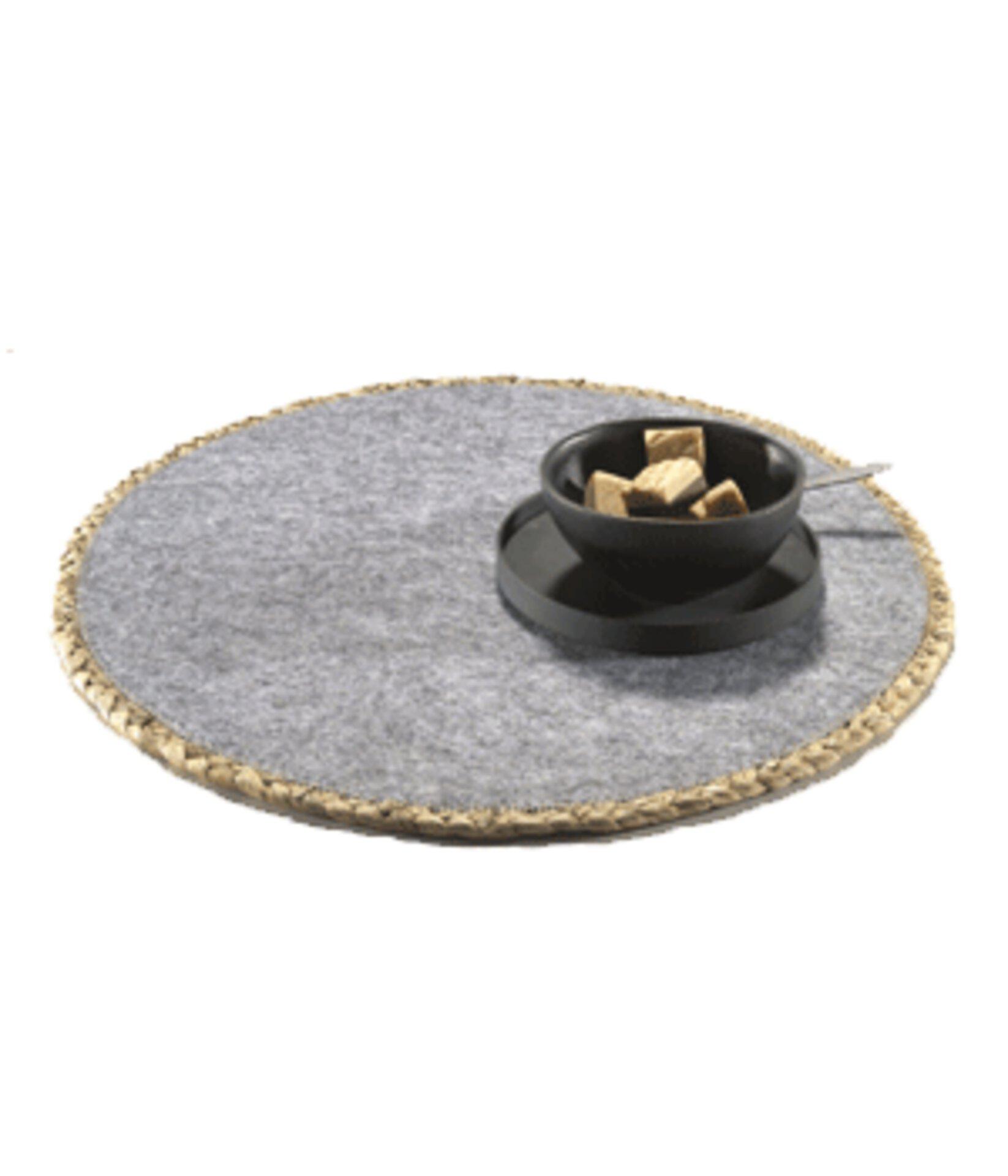 rundes Tischset aus grauem Filz mit goldenem Rand