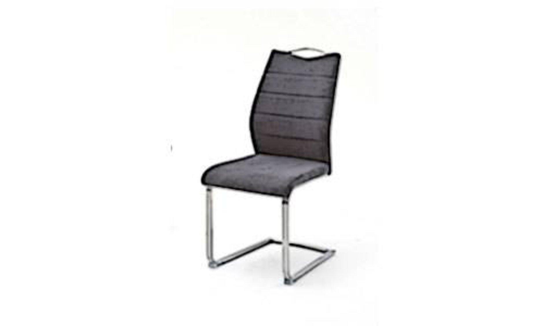 Esszimmerstuhl mit schwarzem Polster im Bereich der Sitzfläche und Rückenlehne und U-förmigen Metallfuß für stabilen Stand. Der abgebildete Esszimmerstuhl steht als Synonym für alle Stühle dieser Kategorie.