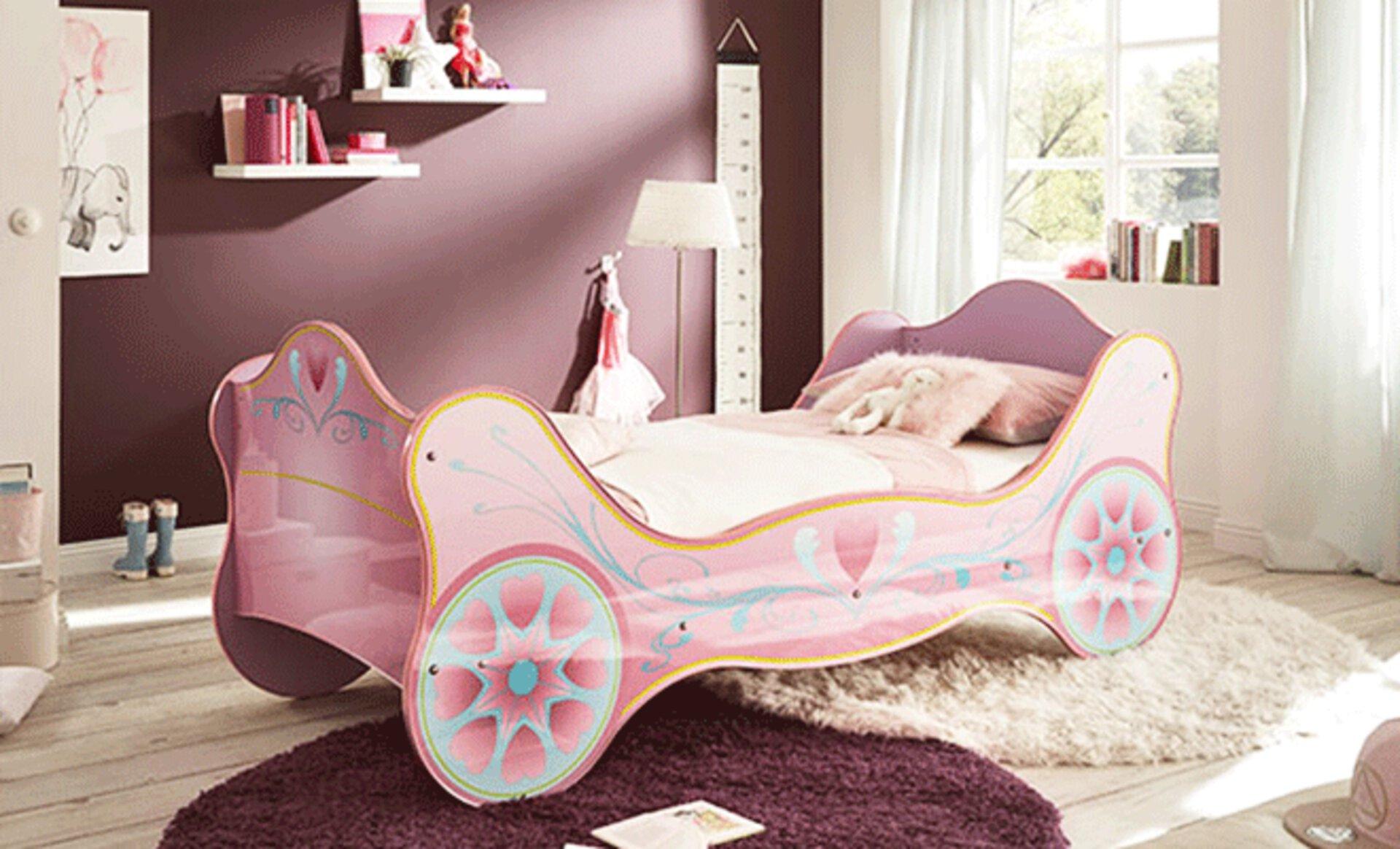 Kinderbett als rosa Kutsche