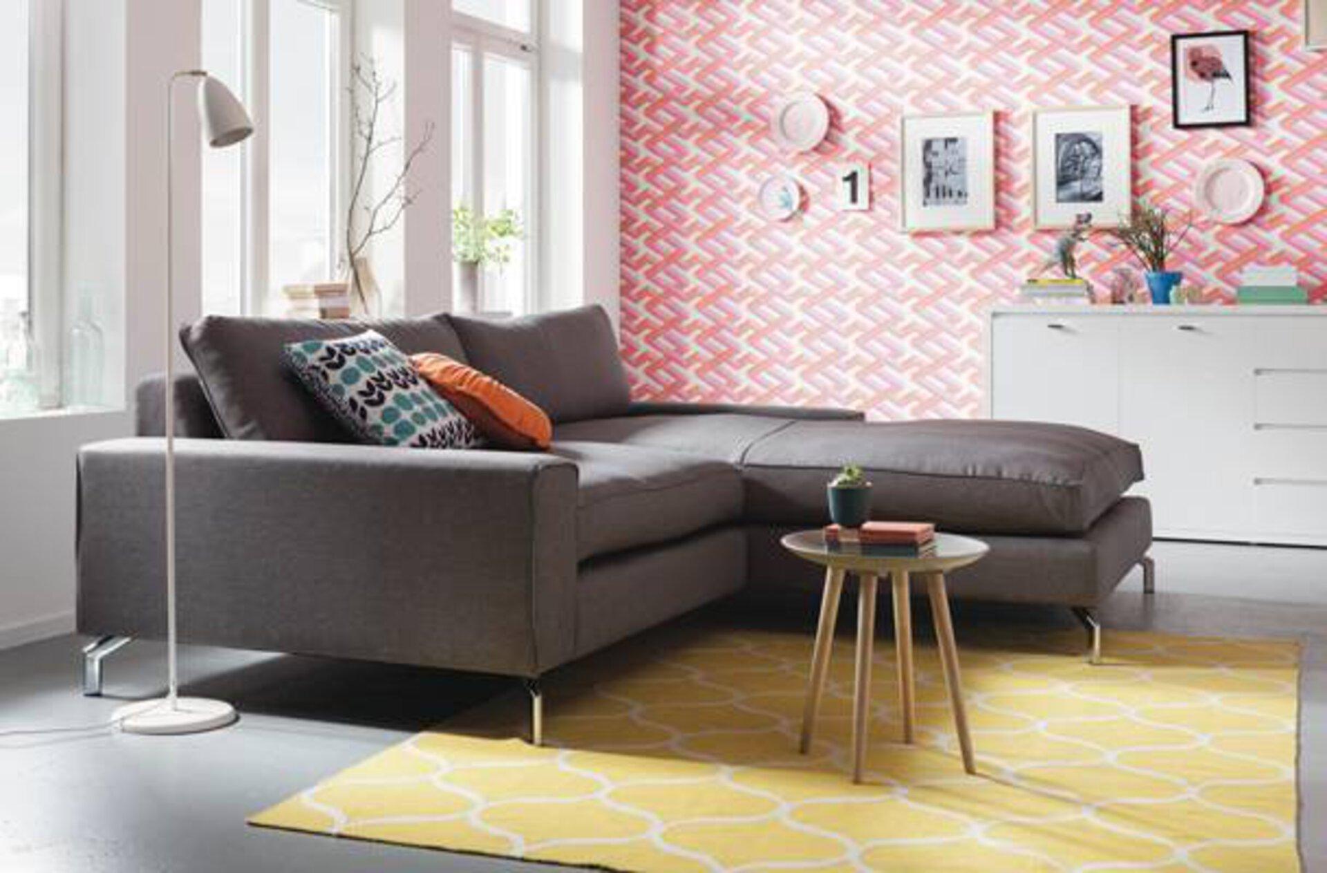 Das cleane und geradlinige Sofa im Micro Living Stil  passt sich perfekt in jedes Einrichtungskonzept ein.