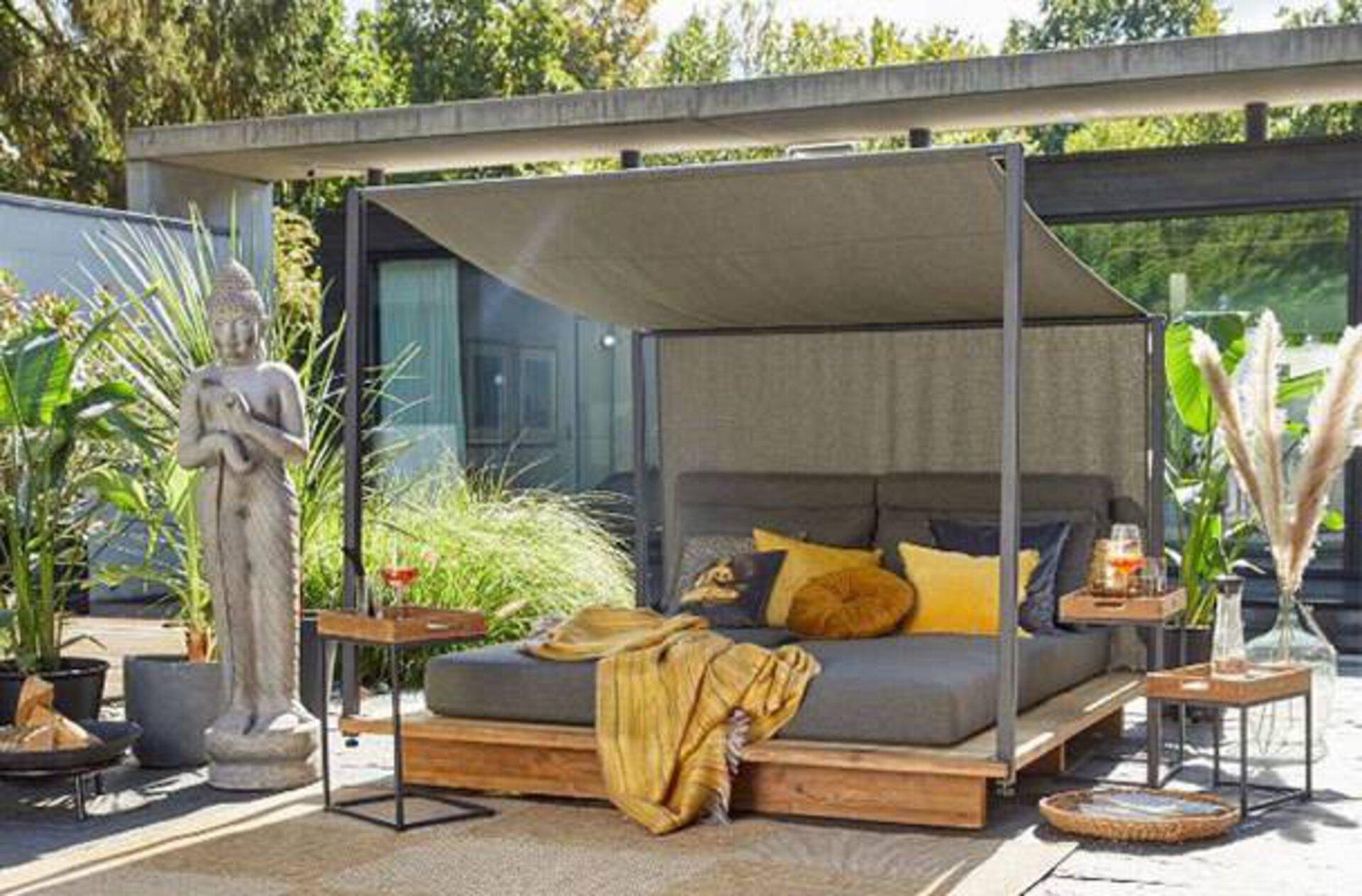 Maximale Entspannung auf der Outdoorlounge von Möbel Inhofer