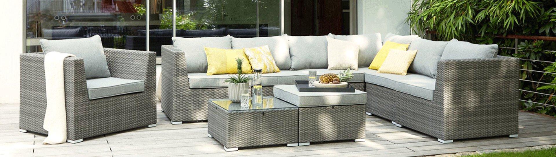 Stabile Gartenmöbel aus Rattan passen auf fast alle Terrassen und Balkone. Die zeitlosen Outdoormöbel erhalten Sie bei Möbel Inhofer