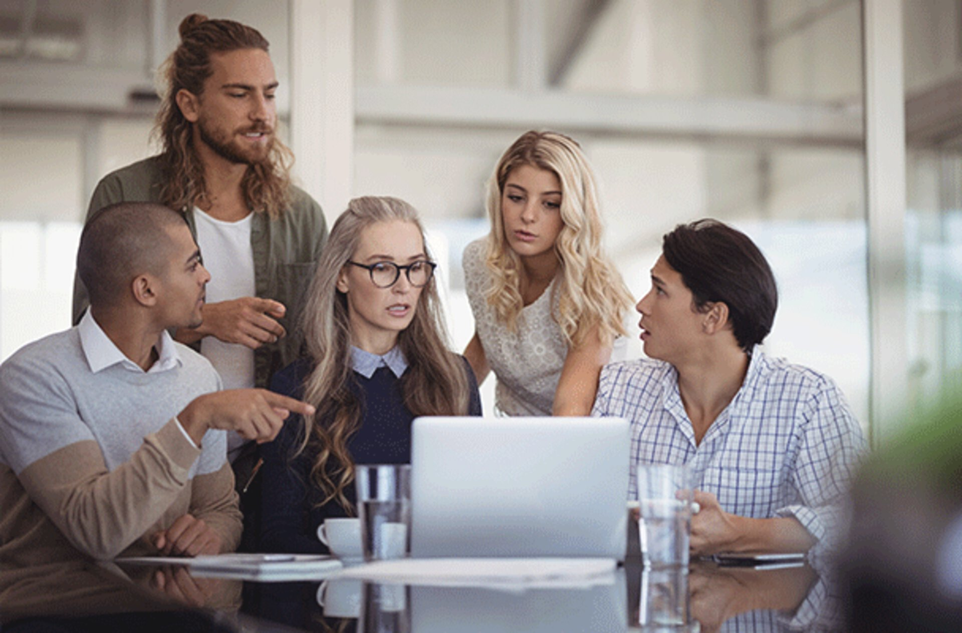Arbeiten und Besprechen im Team