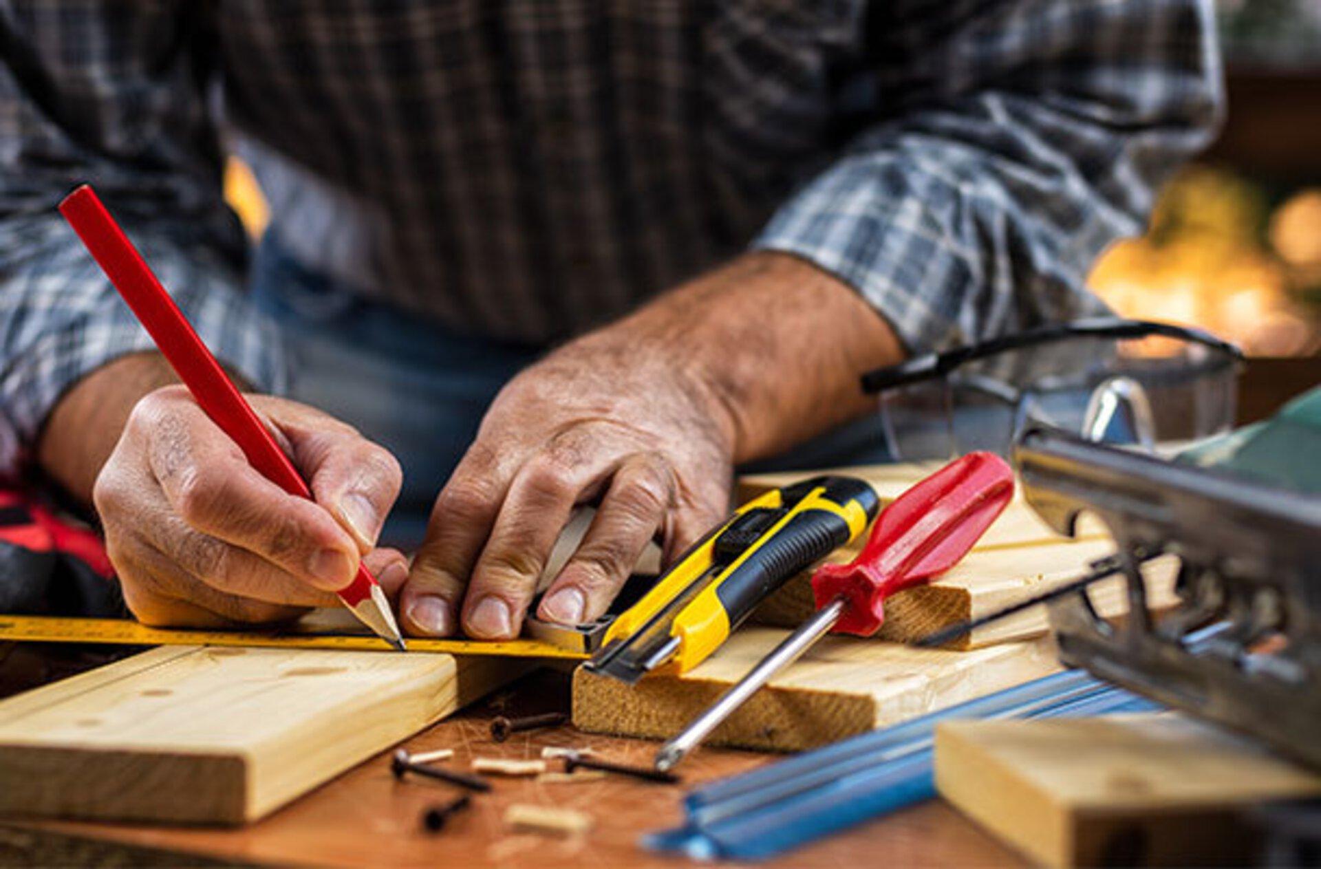 Holzvorbereitung in der Schreinerei