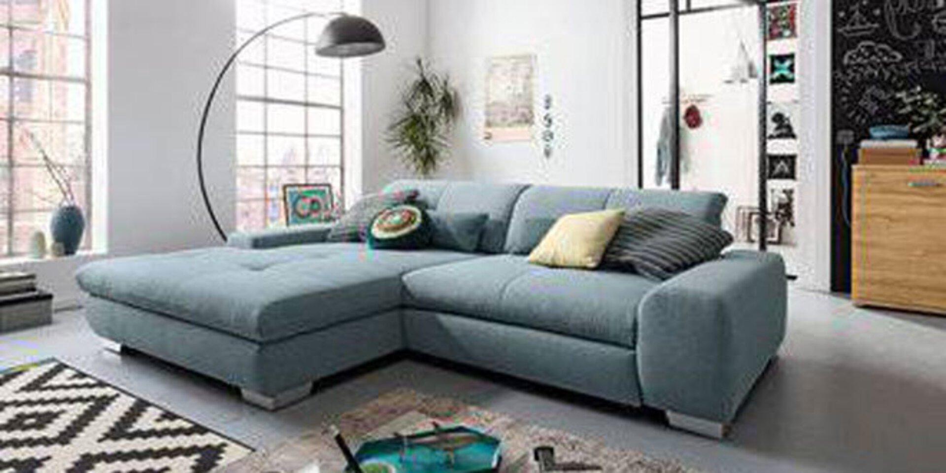 Titelbild der Onlinemarke set-one by Musterring mit einem großen Sofa innerhalb eines modernen Lofts.