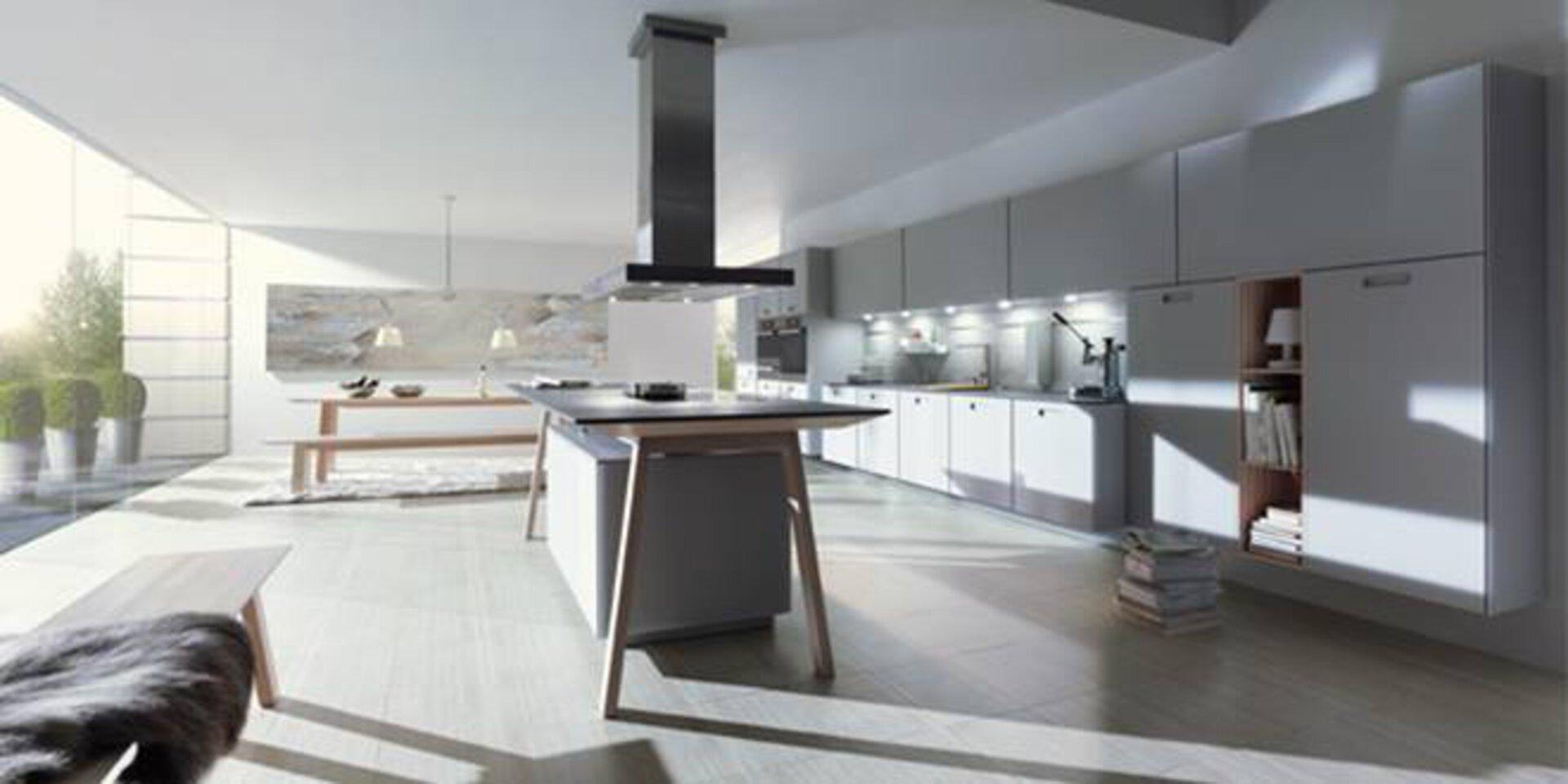 Premiumküche von NEXT125. Zu sehen ist eine große Küche in weiß, grau und Holz.