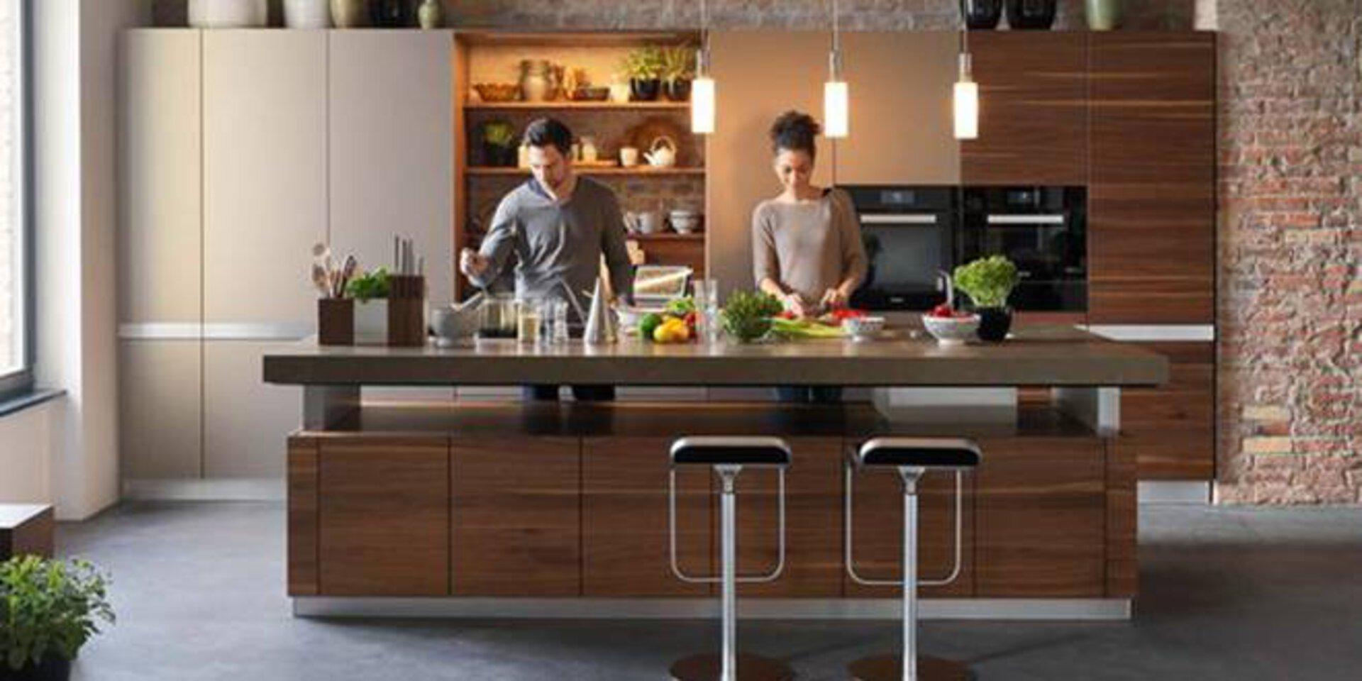 First-Class-Küche aus natürlichem Holz vom Premiumhersteller TEAM7.