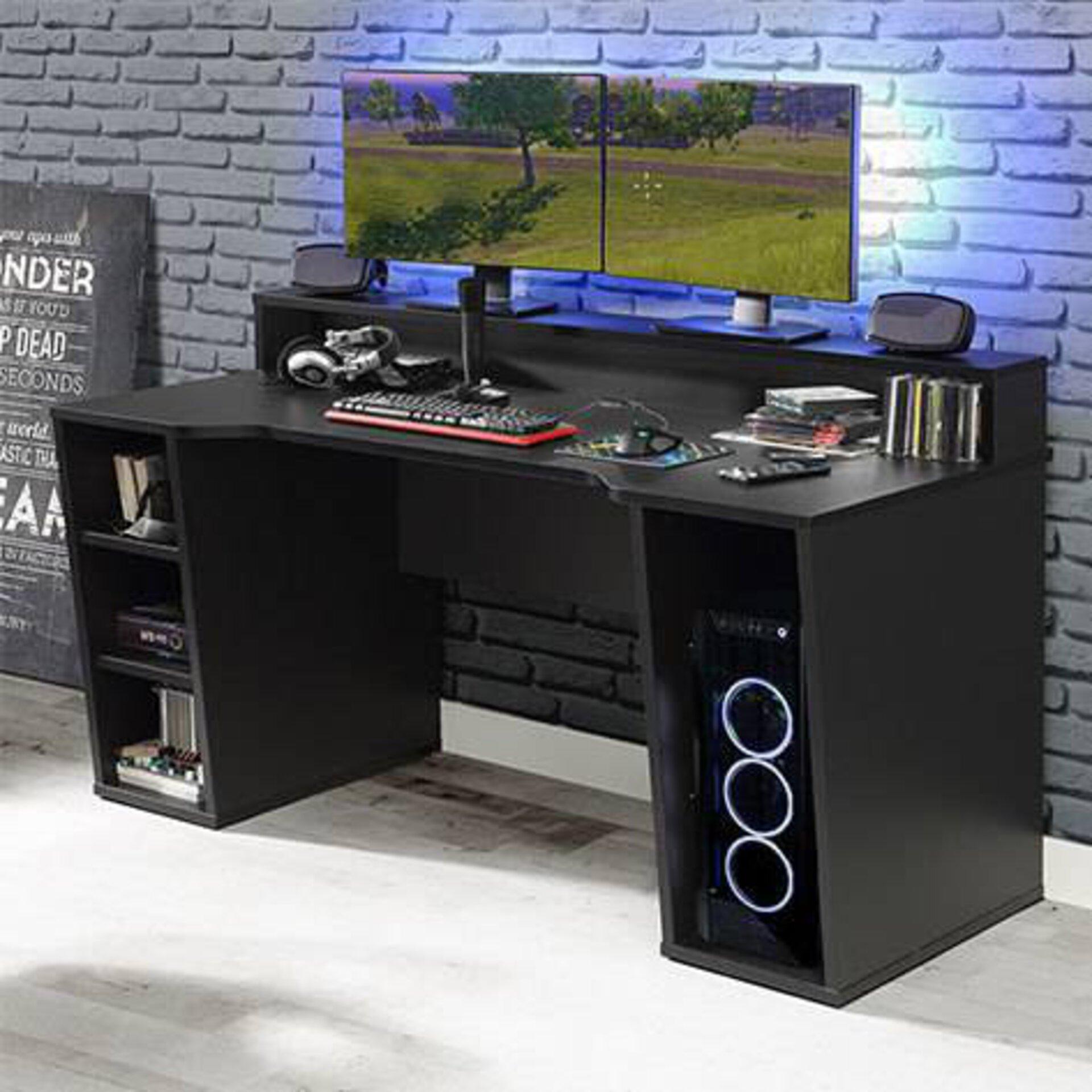 Der perfekte Schreibtisch zum zocken. Viel Platz für Utensilien und Computer. Zudem eine praktische Erhöhung für die optimale Sicht