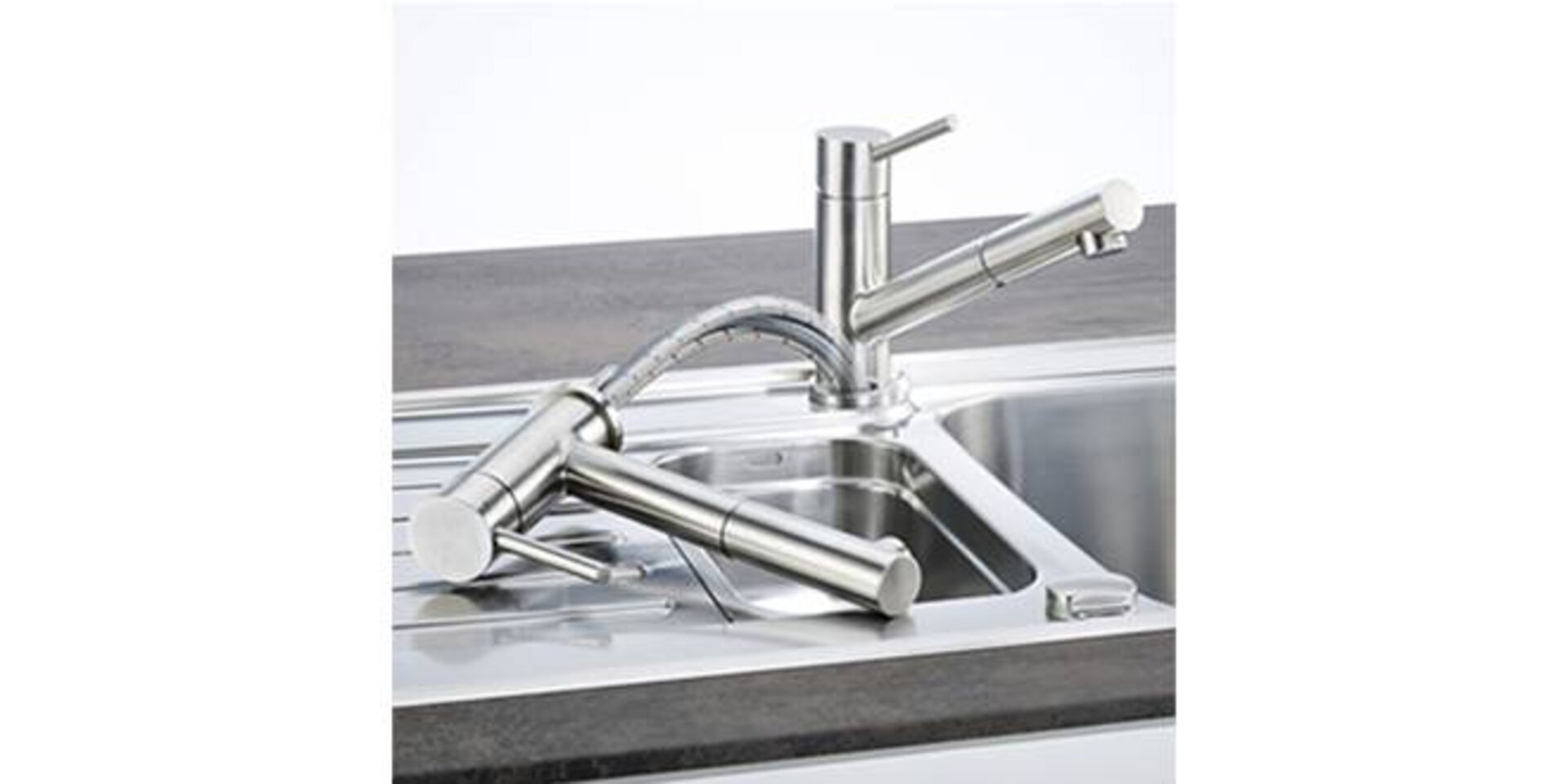 Herausziehbarer Wasserhahn aus Edelstahl.