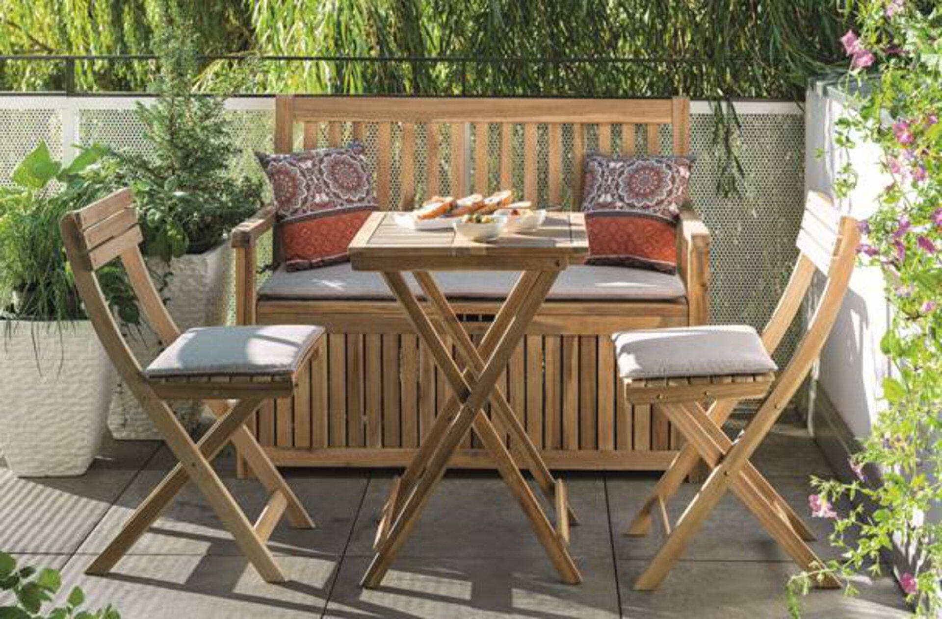 Auch im Outdoorbereich eigen sich Micro Living Möbel. Holen Sie sich weitere Inspiration von den Möbel Inhofer Einrichtungsfachberater.